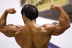 Ein Bodybuilder zeigt seine Muskelberge © Flickr / RightIndex