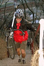 Treppensteigen mit dem Fahrrad auf dem Rücken erhöht den Schwierigkeitsgrad © Flickr / ndanger