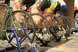 Indoor Cycling © Flickr / buildscharacter