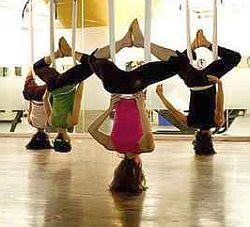 Anti Gravity Yoga. Foto: Flickr by Thre29