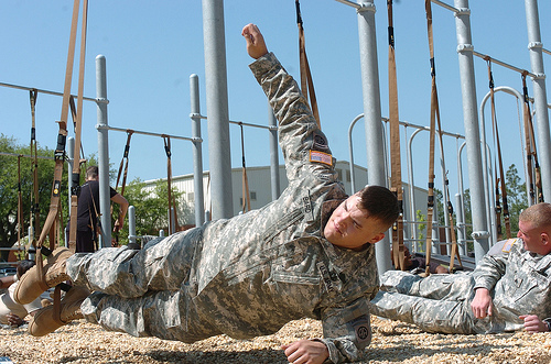 Sling Trainer Bauch © Flickr/The U.S. Army