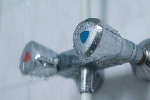 Tipps bei Hitze: Besser lauwarm statt kalt duschen
