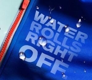 Under Armour: Neue wasserabweisende Sportbekleidung aus Baumwolle
