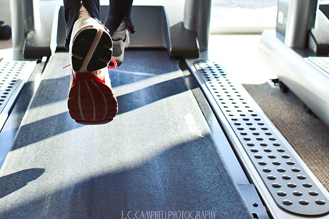 Laufband, Joggen ©  E'Lisa Campbell / Flickr