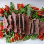 Gesund und lecker: Steak mit Salat © by momo via Flickr; [CC BY 2.0]