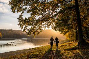 Tschüss miese Stimmung: 6 wertvolle Tipps gegen Herbst-Blues